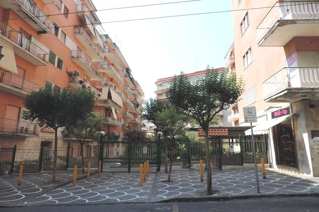 Portici (NA) - 3 locali in parco