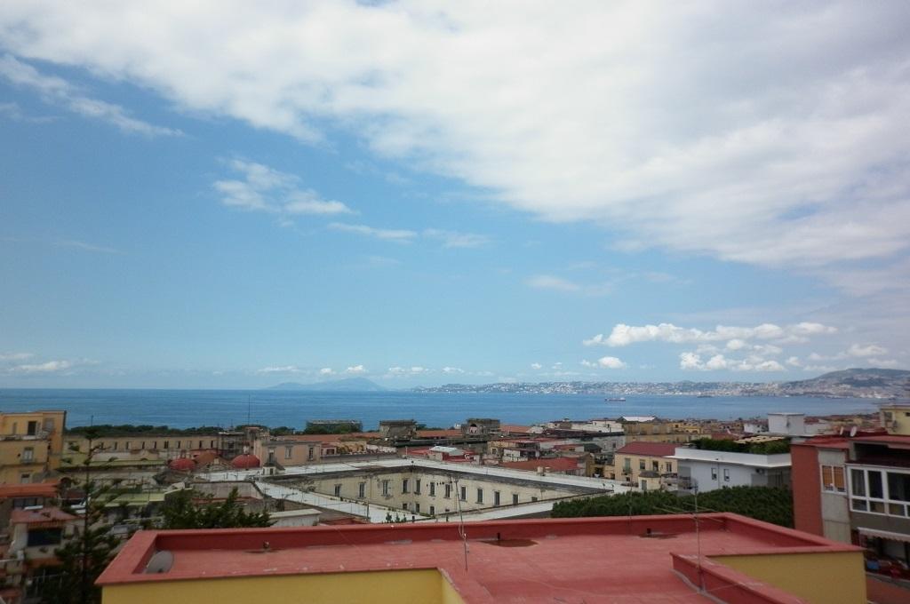 Portici (NA)  - 4 locali con terrazzo copertura