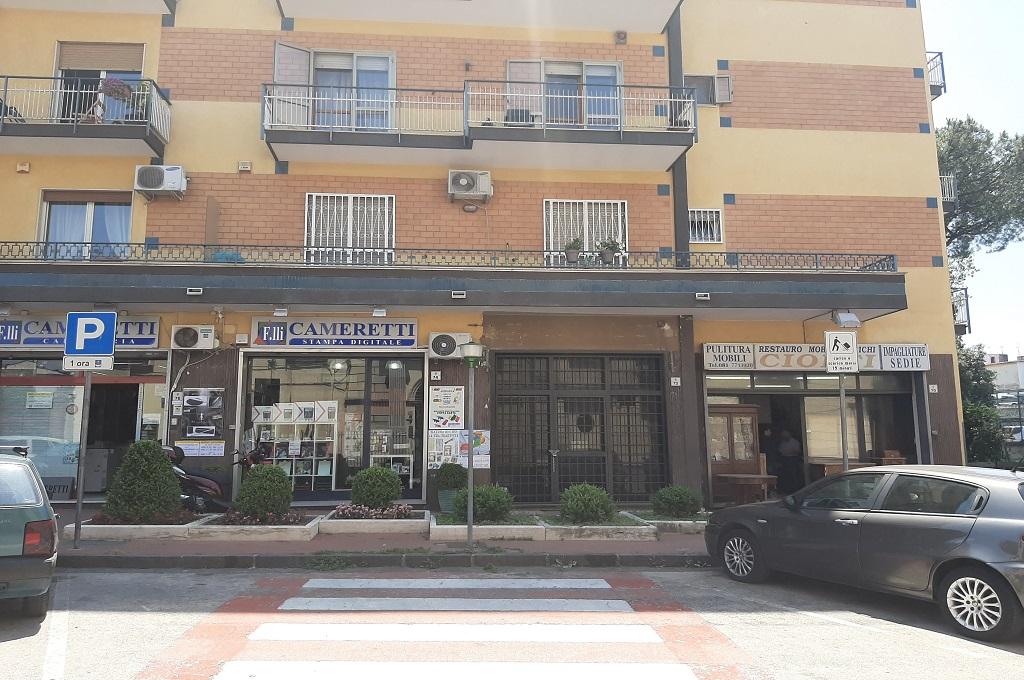 San Giorgio a Cremano (NA) Locale Commercilae